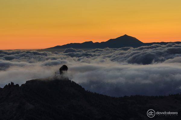 Foto del Roque Nublo y del Teide entre un mar de nubes