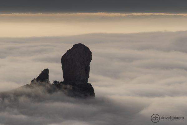 Foto del Roque Nublo entre el mar de nubes