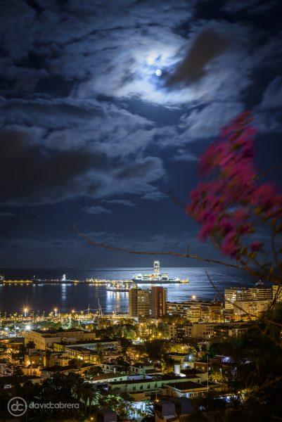 Foto de la Luna desde el Mirador de la Cornisa en Las Palmas de Gran Canaria