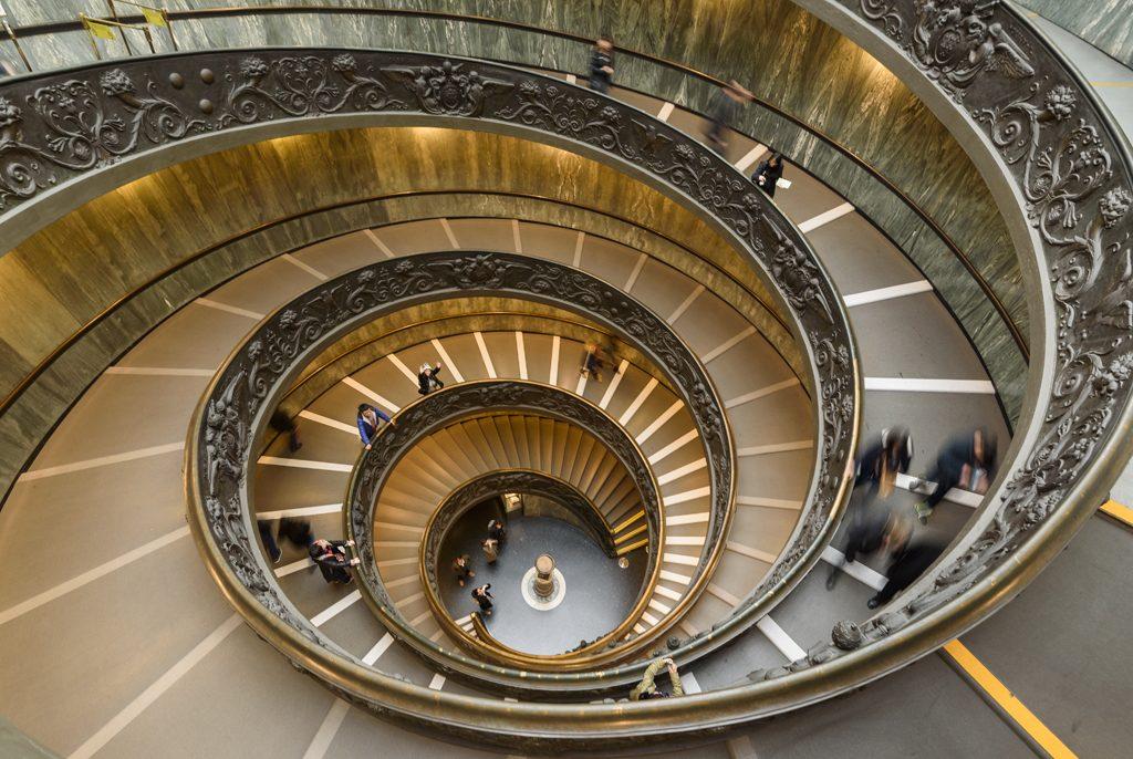 Escaleras del Museo del Vaticano en Roma