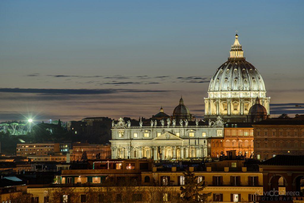 Cúpula de San Pedro del Vaticano en Roma